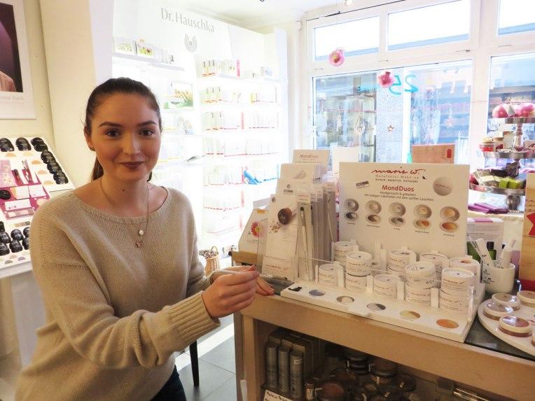 Kosmetikerin Nadine Capriglione