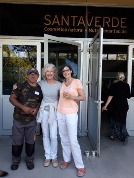 Marlies Duwe mit Santaverde-Gründerin Sabine Beer und Hüter der Plantage
