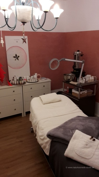 Kosmetische Behandlungen in unserer neuen Wellness-Etage auch per Weihnachts-Gutschein.